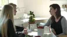 """Suzana prøver metoderne af ved et """"køkkensbordsmøde"""" med vrede borgere"""